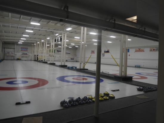 Creston, Canadá: Curling and hockey rinks in rec complex