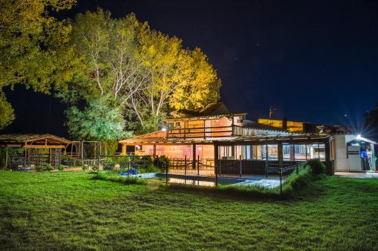 Casas de Ves, إسبانيا: Vista iluminada de Casa rural EL PARAISO