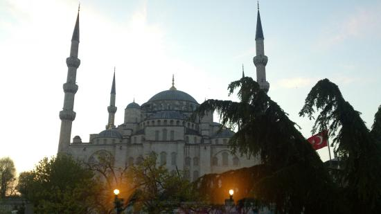 Sultanahmet Palace Hotel: Room   looking   at  the  Blue  Mosque!!
