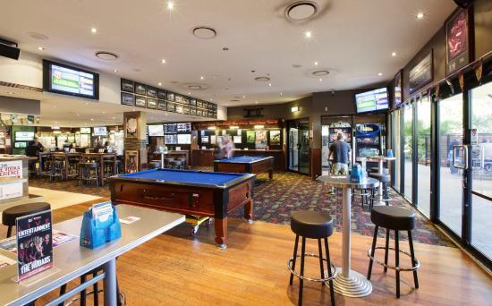 Ashmore, Australia: Public Bar