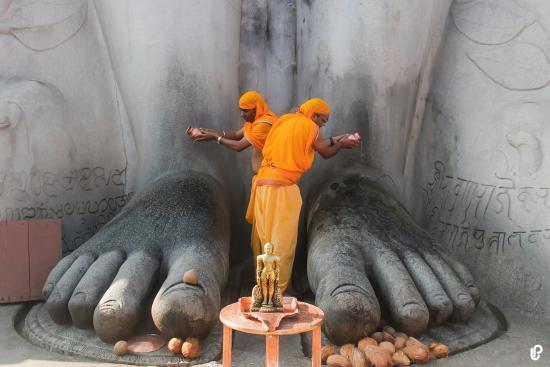Shravanabelagola, India: Pooja @BahubaliFeet _Shravanabalagola