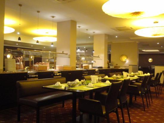 Hotel Grossfeld: レストランでの朝食は、なかなか豪華です。