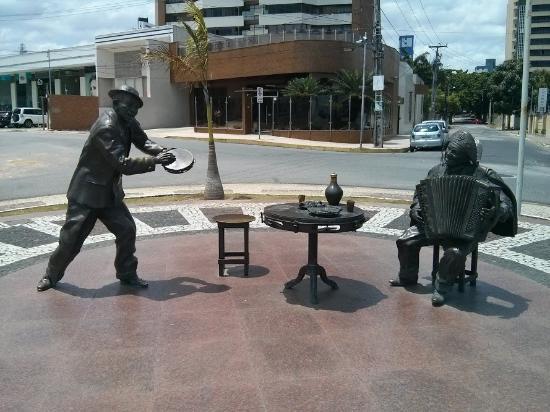 Campina Grande: Estátuas de Jackson do Pandeiro e Luiz Gonzaga