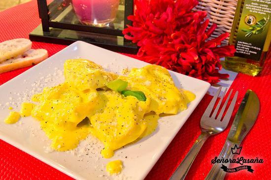 Señora lasaña comida italiana