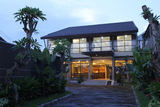 Ommaya Hotel