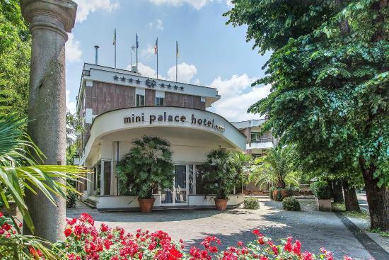 米尼皇宮酒店