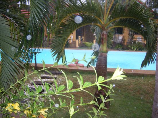 Terra Selisa Dolphin Beach Resort Hua Hin : И в ливень хорошо