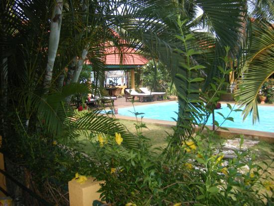 Terra Selisa Dolphin Beach Resort Hua Hin : Главный вход, ресторан у бассейна