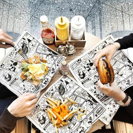 """SB Burgers: Бургер """"Пьяная бабушка"""" и салат"""