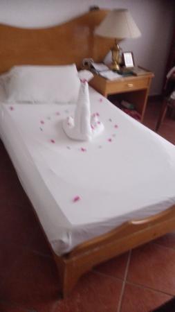 Turquoise Beach Hotel: украшение из полотенца