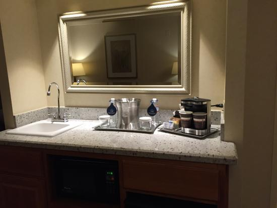 Hilton Chicago Oak Brook Suites Living Room Area With Wet Bar
