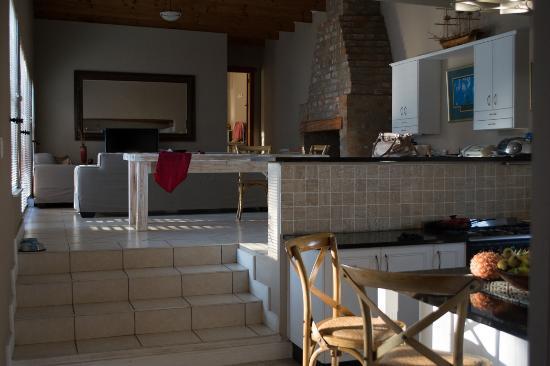 Flametree Guesthouse: Livingroom