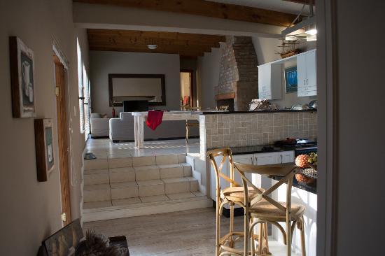 Flametree Guesthouse: Living room
