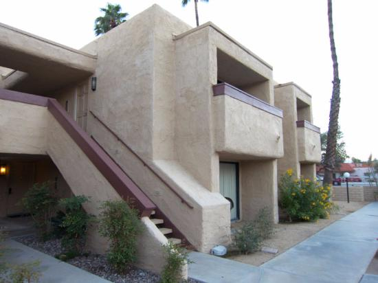 Desert Vacation Villas: stairs leading to second floor units
