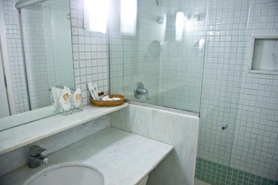 Majestic Rio Palace Hotel: Banheiro limpo, com ótima ducha.