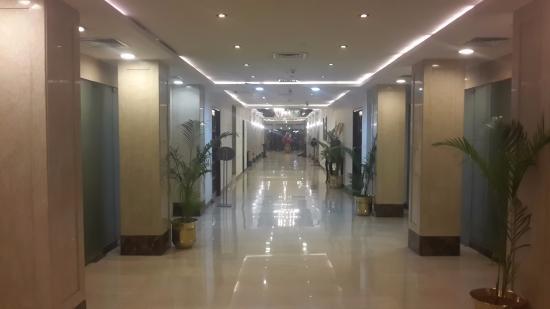 The Janpath Hotel: lobby