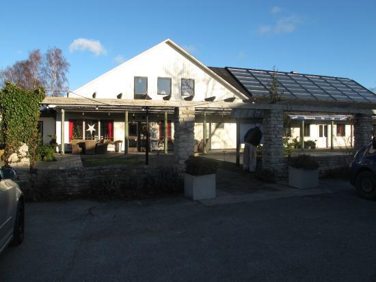 Tofta, Schweden: Restaurangen från parkeringen