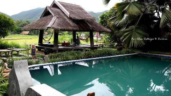 Pai Chan Cottage & Cuisine: outdoor pool