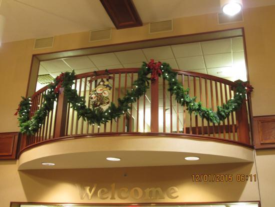 Comfort Inn & Suites: Beautiful 2nd floor balconey