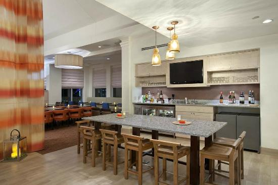 Hilton Garden Inn Folsom : On-Site Bar, Garden Grille Bar