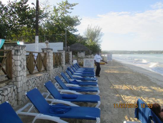 Rondel Village: The beach area