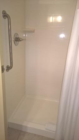 Floyd, VA: clean shower