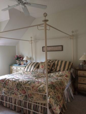 Cold Moon Farm Bed & Breakfast LLC: photo3.jpg