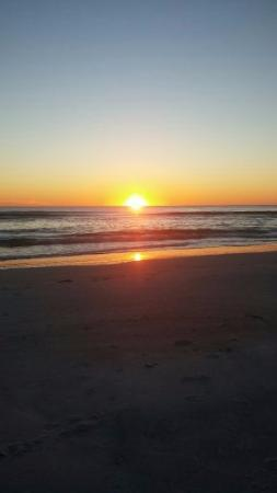 Rolling Waves Cottages: Beautiful sunsets