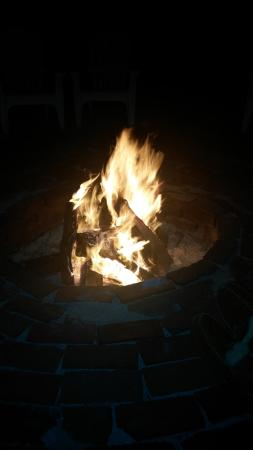 Rolling Waves Cottages: Enjoying the fire pit