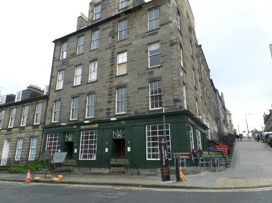 Magnum Bar And Restaurant Edinburgh