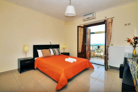 Aithra Apartments & Maisonettes: Bed room
