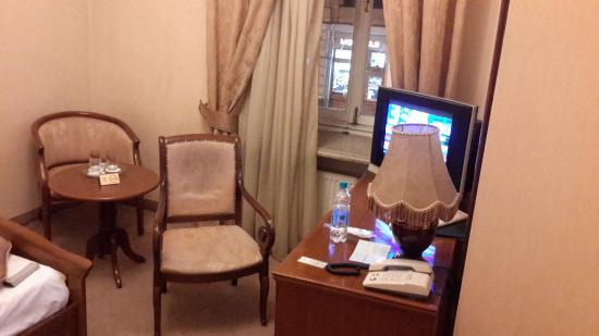 Budapest Hotel : Уютная старая мебель