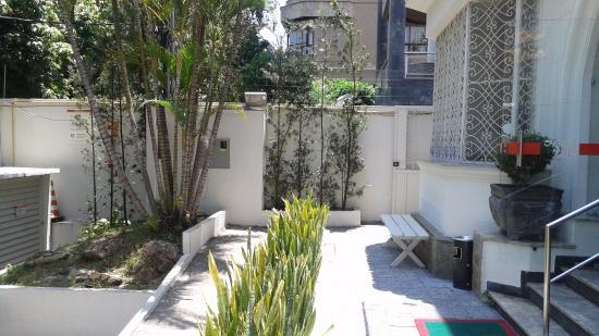 Couve e Flor restaurante LTDA: Jardim frontal