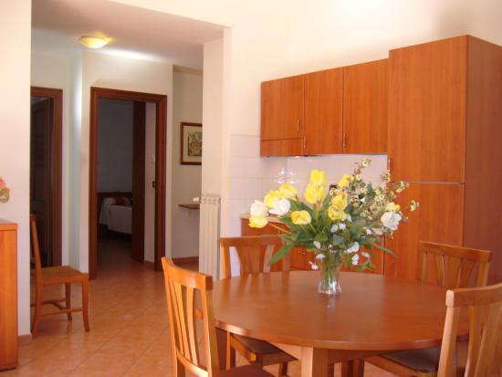 Residence San Pietro La Corte: Borromini kitchen
