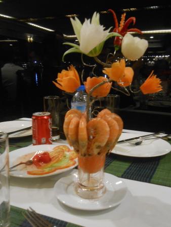 Halong Continental Sails Day Cruise: un plats de gambas