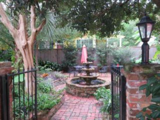 The New Orleans Jazz Quarters : Garden