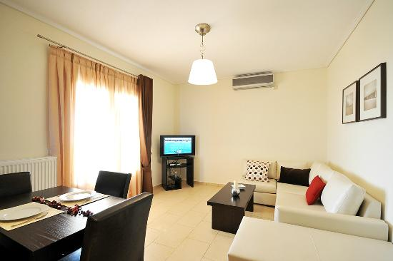 Aithra Apartments & Maisonettes: Living room