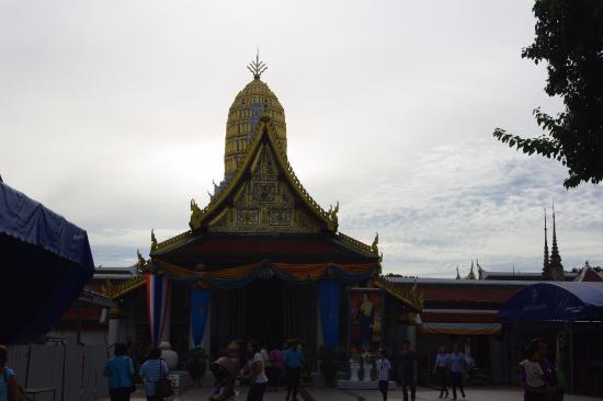 Templo budista - Bild von Phra Si Ratana Temple (Wat Yai), Phitsanulok - Trip...