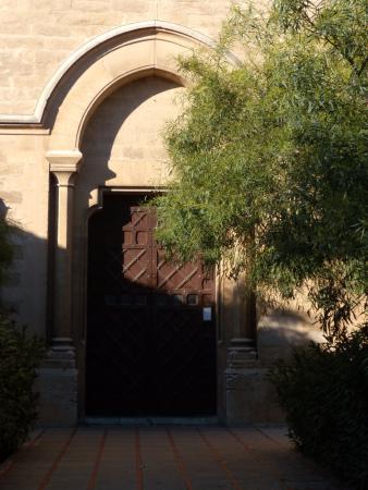 Parroquia de la Inmaculada Concepcion - Sant Magi: вход в храм