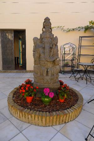 Suryalila Retreat Centre: Ganesha