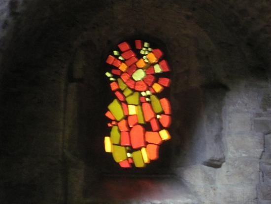 Monastere de Chalais : vitrail 1