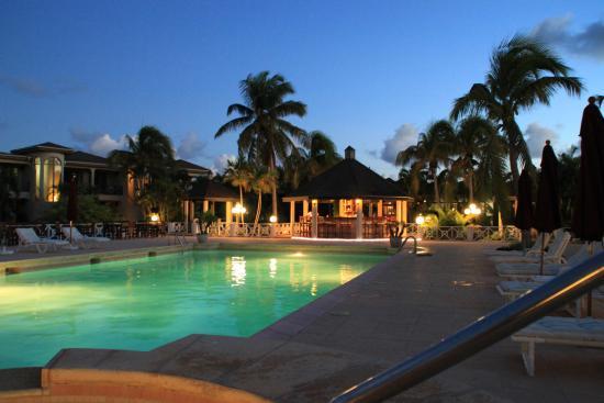 Paradise Cove Resort : pool area