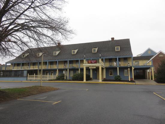 Clarion Inn Historic Strasburg Inn: Main building.