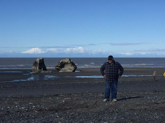 Clam Gulch, AK: Exploring the beach during low tide