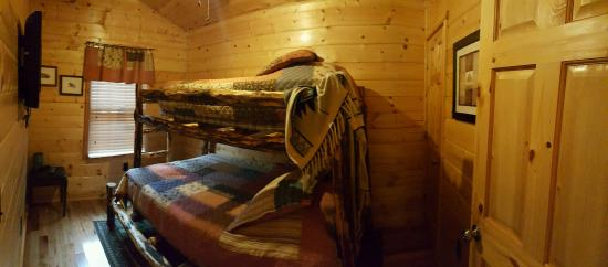 Cedar Rock Cabins: Bunk Beds
