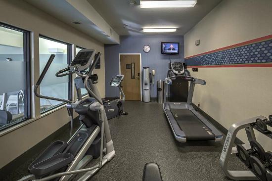 Hampton Inn Missoula: Fitness Room with Flat-Screen TV