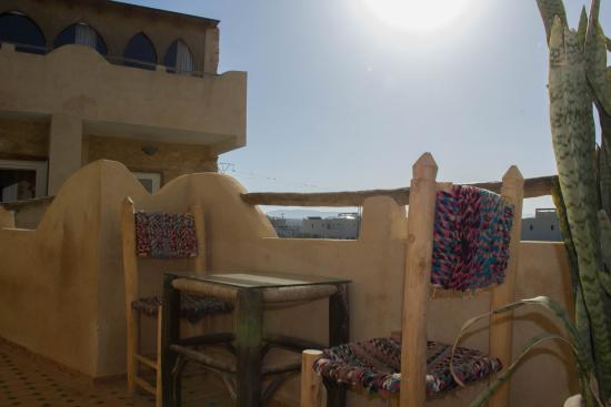 Windy Kaouki : Terrasse en face d'une des chambres