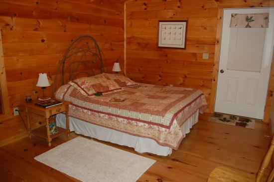 Furnace Hills Bed and Breakfast: Woodland Room
