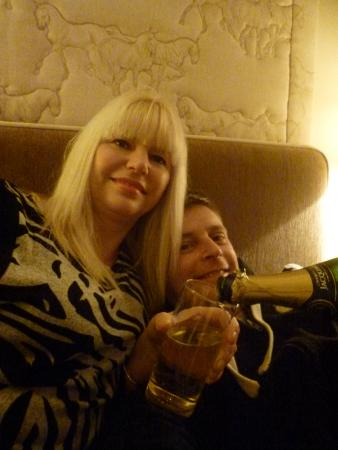 Goveton, UK: cosy night with champers