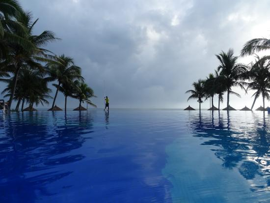 Vinpearl Da Nang Resort & Villas: A view of the pool from within the pool